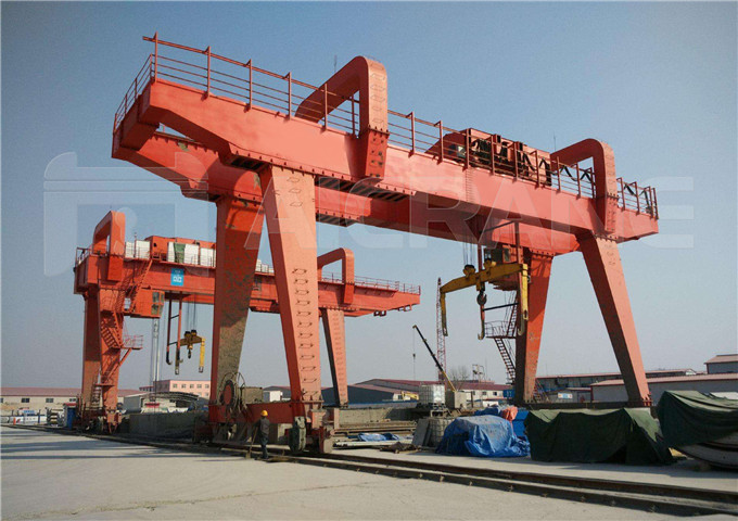 Double-girder overhead crane lifting capacity of 30 tons for sale